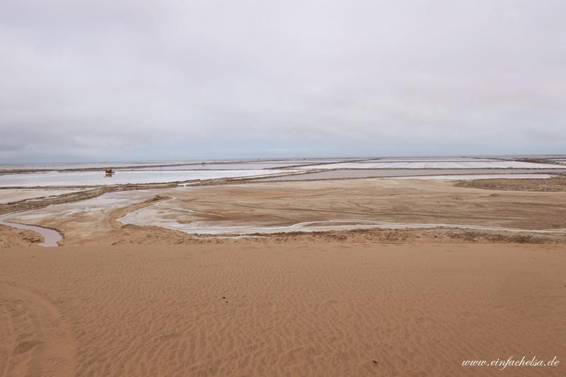 12-Namibia-Salzpfannen-in-der-Wüste