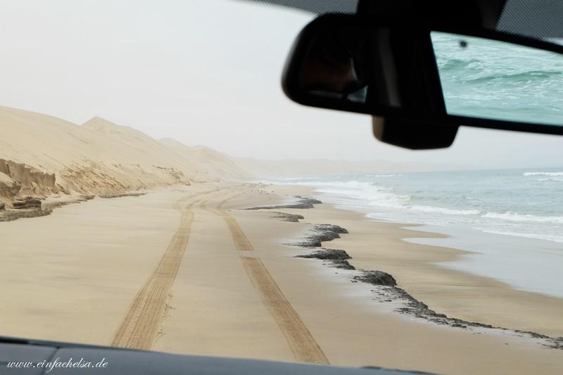 13Namibia-Wüstenstraße-zwischen-Düne-und-Ozean