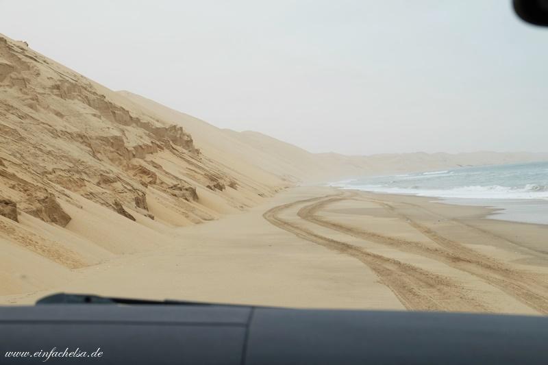 14Namibia-Ozean-an-Düne