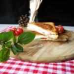 {Herzhaft} Sandwiches mit Tomate Mozzarella
