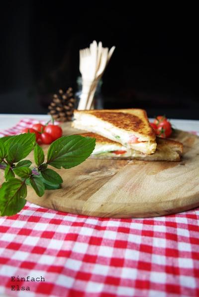Pfannensandwich-Toast-aus-der-Pfanne