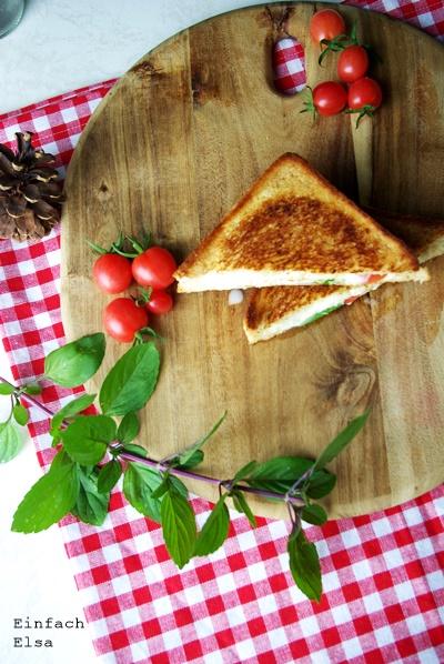 Pfannentoast-Tomate-mozarella