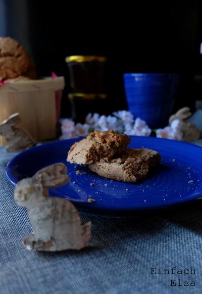 Süße-Osterbrötchen-mit-Mandelmus