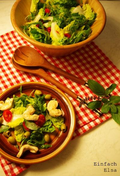 Salat-mit-Basilikum-Vinaigrette