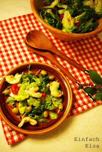 Salatdressing-mit-Basilikum-und-Knoblauch