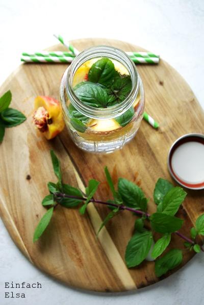 Wasser-mit-Nektarine-Basilikum-Geschmack