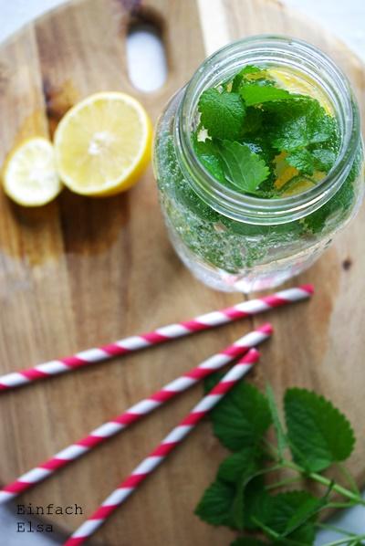 Wasser-mit-Geschmack-Zitronen-und-Minze