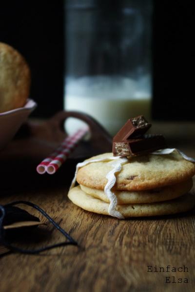 einfache-Cookies-mit-KitKat