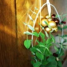 weihnachtlicher-Kranz-Kleiderbügel